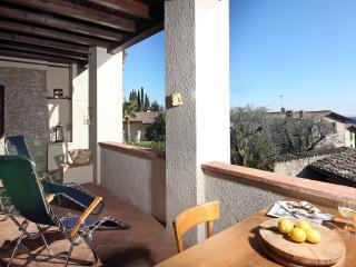 Il Chiostrino - Appartamento con Vista lago - Gardone Riviera vacation rentals