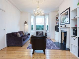 A beautiful three-bedroom house nearby Clapham South tube station. - London vacation rentals
