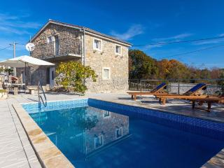 07901 Decorated stone house with pool - Brzac vacation rentals