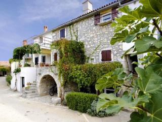 Nice 2 bedroom Condo in Milohnici - Milohnici vacation rentals