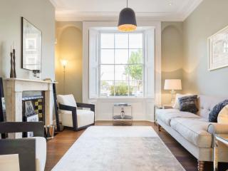 Sleek 3 bed House in Islington,sleeps 6 - Offord Rd - London vacation rentals