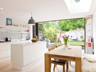 Classic 4 bed, Tennyson Road 20 mins to Oxford Circus - London vacation rentals