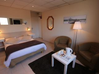 LA MAISON BLANCHE - Dble Bed Hotel Room 2 (2 per) - Sangatte vacation rentals