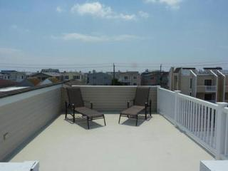 3 BRM 1 block from beach, park, basketball, market - Ocean City vacation rentals