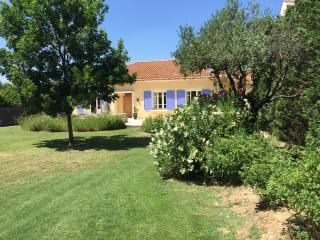 Small Provencal Villa with Pool in St Remy - Nostradamus - Saint-Remy-de-Provence vacation rentals
