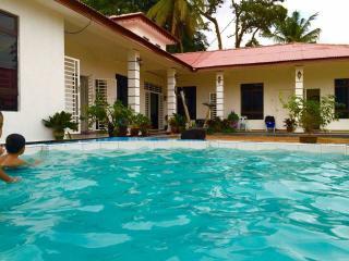 Mukmin Homestay - Bungalow 6 Bilik - Kampung Bukit Katil vacation rentals