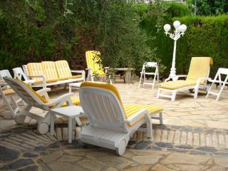VILLA ECONOMICA EN TORREDEMBARRA, para 12 personas - Torredembarra vacation rentals