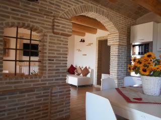 I Tre Laghi - Sant'Agnese (Piano Terra) - Città Sant'Angelo vacation rentals