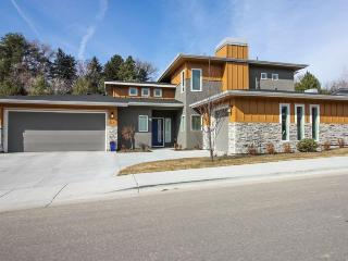 Newly built modern home in the North End with access to a shared pool! - Boise vacation rentals