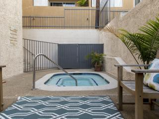 HOLLYWOOD: 2 BEDROOM:TOP FLOOR w/ VIEWS AND PATIO - Los Angeles vacation rentals