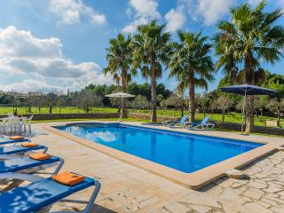 Bright 3 bedroom Capdepera House with Internet Access - Capdepera vacation rentals