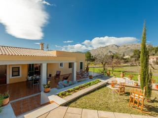 Cozy 3 bedroom Cala San Vincente House with Internet Access - Cala San Vincente vacation rentals