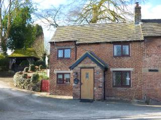 THE CASEY, brick-built, semi-detached, woodburner, parking, garden, in Fenney Bentley, Ref.931620 - Fenny Bentley vacation rentals