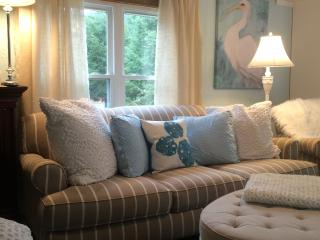 A Designers Chic Beach Cottage- manufactured home. - Caroga Lake vacation rentals