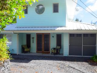 Bright 2 bedroom Pahoa House with Internet Access - Pahoa vacation rentals