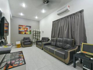 Stay99 Corner House (3 bedrooms) - Melaka vacation rentals