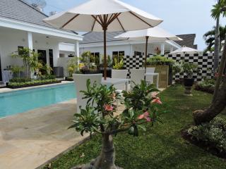 Kartika Villas, Delux Double Room. - Lovina vacation rentals