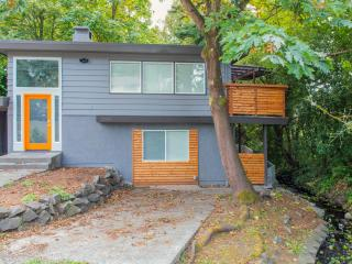 Modern Renovated House. Sleeps 14! - Seattle vacation rentals