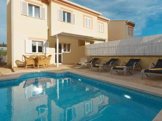 Beautiful Chalet with Internet Access and Washing Machine - Puerto de Alcudia vacation rentals