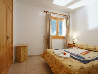 Lovely Condo with Internet Access and A/C - Puerto de Alcudia vacation rentals