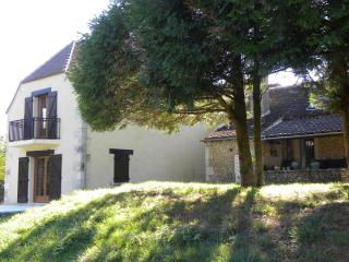 Peaceful But Centrally Located Dordogne Farmhouse - Rouffignac-Saint-Cernin-de-Reilhac vacation rentals