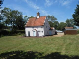 Lovely Cottage in Framlingham with Satellite Or Cable TV, sleeps 5 - Framlingham vacation rentals