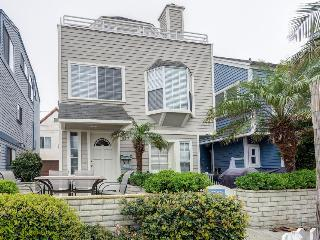 Fabulous three-story getaway near Mission Beach - walk to sand, Sail Bay views! - Pacific Beach vacation rentals