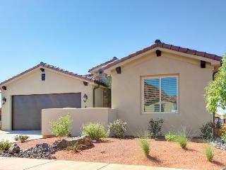 Stunning three bedroom home w/ shared pool & hot tub - Santa Clara vacation rentals