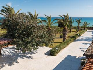 Barbara, villa located 10 m from the sea - Sampieri vacation rentals