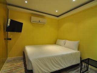 Triple BR with Bathtub @ Thonglo 6 - Bangkok vacation rentals