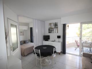 Location de Vacances , Studio a Port Fréjus  Mer Wifi Parking Plage 5 mn a pieds - frejus vacation rentals