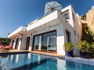Bright 4 bedroom House in Ibiza with Internet Access - Ibiza vacation rentals