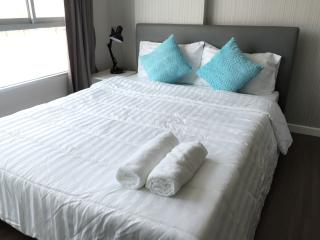 Cozy stay @Kathu w/wifi, gym & 100 m pool - Patong vacation rentals