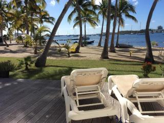 JOLI APPARTEMENT 4 COUCHAGES PLAGE FACE AU LAGON - Marigot vacation rentals