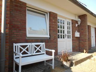Silwis Hues Ferienhaus / Garten 4 Sterne Top Lage - Westerland vacation rentals