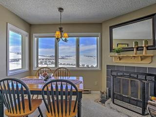 Inviting 2BR Granby Condo w/Private Balcony, Breathtaking Views of the Continental Divide & Phenomenal Community Amenities - Just Minutes from Town! Walk to Ski Granby Ranch! - Granby vacation rentals