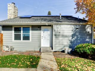 Comfortable 2BR Detached Aurora Townhome - Terrific Central Location: Close to Denver Tech Center, Light Rail & Downtown! Perfect for Family and Corporate Travelers - Aurora vacation rentals