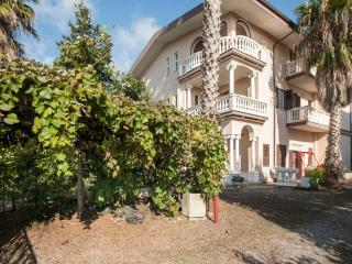 Bright 4 bedroom Bed and Breakfast in Lamezia Terme with Internet Access - Lamezia Terme vacation rentals