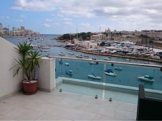 First Rate Seafront Penthouse with Views in Gzira - Il Gzira vacation rentals