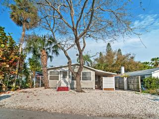 New Listing! Cozy 1BR Treasure Island Cottage w/Wifi & Sizable Outdoor Seating Area! Awesome Location - Walk to Treasure Island Beach, John's Pass Boardwalk & More! - Treasure Island vacation rentals