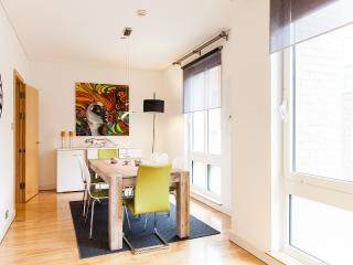WanderLuxe! OXFORD CIRCUS!2bed1.5bath!DESIGN!CLEAN!SAFE!BRIGHT - London vacation rentals