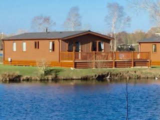 14 Misty Bay - Lake Lodge Hottub WIFI, Tattershall - Tattershall vacation rentals