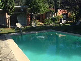 VIlla contemporaine avec piscine proche Avignon - Pujaut vacation rentals