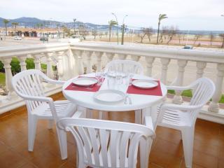 0021-BAHIA Apartamento en frente de la playa - Empuriabrava vacation rentals