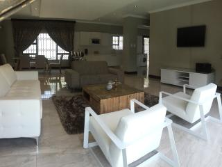 Villa Moshay- ultra modern,luxurious self catering - Johannesburg vacation rentals