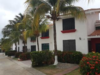 Tonwhouse Vacacional Chichiriviche-Ciudad Flamingo - Chichiriviche vacation rentals