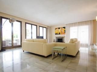 A Beautiful Villa in Puerto Banus for Short Term Rent - Puerto José Banús vacation rentals