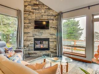 Luxury home near beach w/ocean view, fireplace, soaking tub. - Yachats vacation rentals