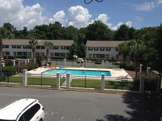 Charming,Comfy, Pool Front Condo Conveniently Loca - Saint Simons Island vacation rentals