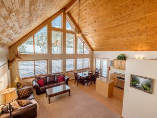 Impressive 4BR Grand Lake House w/Wifi, Private Deck & Stunning Alpine Views - Walk to Shadow Mountain Lake! Close to Town, Rocky Mountain National Park & Ski Resorts! - Grand Lake vacation rentals
